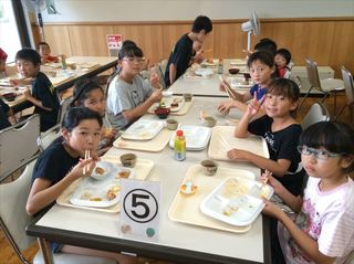 07 夕食女_R.JPG